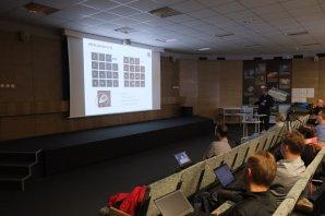 Miloslav Zejda přednáší o projektu BRITE Autor: Kateřina Hoňková