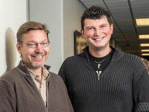 Mike Brown (vlevo) a Konstantin Batygin - autoři práce vedoucí k teoretickému objevení Planety Devět. Autor: Lance Hayashida/Caltech