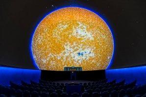 Pořad Neuvěřitelné Slunce Pavla Karase při projekci v brněnském planetáriu. Autor: Pavel Karas, Hvězdárna a Planetárium Brno.