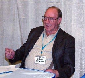 Edgar Mitchell v roce 2009 na akci SpaceFest v Kalifornii Autor: wikipedia