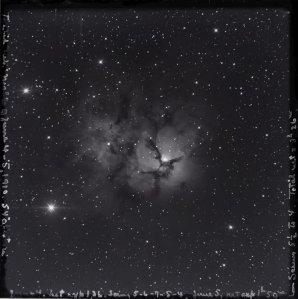 Snímek mlhoviny M20 Trifid  pořízený 60-palcovým reflektorem hvězdárny na Mount Wilson 4. - 5. června 1910 Autor: Mount Wilson Observatory