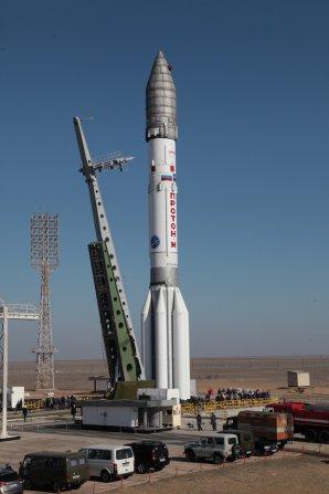 58 metrů vysoký Proton se sondou ExoMars na startovní rampě Autor: spaceflightnow.com