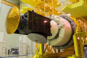 ExoMars byl v montážní hale na Bajkonuru 11 dní před startem připojen ke stupni Briz-M Autor: ESA