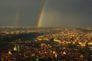 Duha nad Prahou z Petřínské rozhledny. Autor: Tomáš Tržický