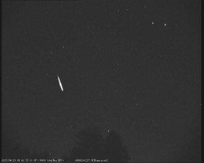 Lyrida zachycená západní kamerou na Hvězdárně Valašské Meziříčí 23.4.2015. Autor: Hvězdárna Valašské Meziříčí