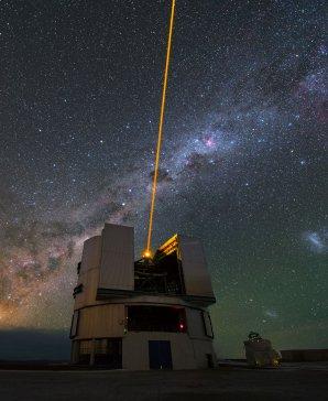 Laser na observatoři Paranal, která je součástí Evropské jižní observatoře a Astronomický ústav AV ČR se zde podílí na výzkumu vesmíru. Autor: Yuri Beletsky/ESO.