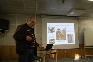 Reinhold Auer popisuje svoji domácí dálkově ovládanou observatoř Autor: Martin Mašek