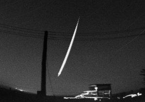 Snímek bolidu pojmenovaného příznačně Benešov ze 7. května 1991 pořízený na stanici ČHMÚ Přimda v západních Čechách. Autor: Astronomický ústav AV ČR