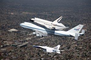Letecký transport raketoplánu Enedeavour Autor: NASA