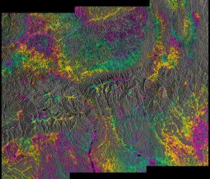 První interferogram z družic Sentinel-1 Autor: ESA.
