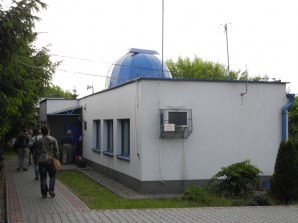 Budova hvězdárny Niepołomice s kopulí. Autor: Jaromír Ciesla.