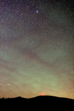 Výrazný airglow nad Kráľovou hoľou Autor: Marián Dujnič