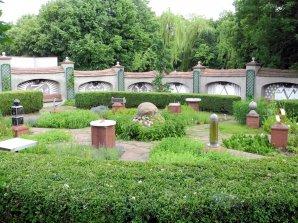 Zahrada času - expozice slunečních hodin Autor: Jaromír Ciesla