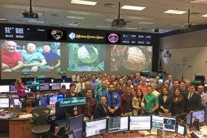 Odborníci z NASA a firmy Bigelow po úspěšném nafouknutí modulu BEAM. Autor: NASA.