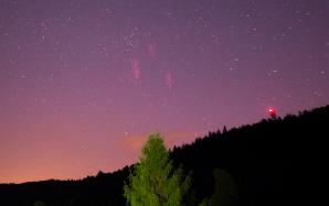Red Sprite nad Libereckem 26. června 2016 ve 0:03 SELČ, ve vzdálenosti cca 150 km. Zachycen přes Canon EOS 100D (mod) + Samyang 16 mm f/2 (f/2.8), ISO 3200, 10 s. Využito UFO Capture, SONY Effio. Autor: Daniel Ščerba