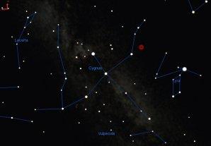 Poloha dvojhvězdy KIC 9832227, která by v roce 2022 mohla zjasnit až na 2. hvězdnou velikost a stát se tak jednou z 50 nejjasnějších hvězd. Autor: Calvin.edu.