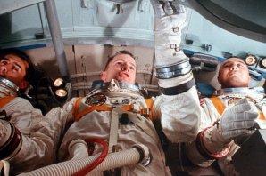 Posádka Apolla 1 při cvičení v osudné kabině. Autor: NASA.