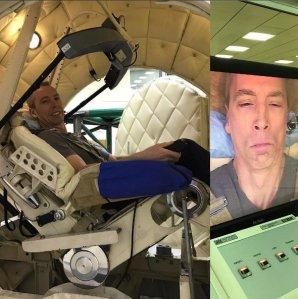 Andrew Feustel při výcviku na centrifuze v Hvězdném městečku při přetížení 9G (leden 2017). Autor: Twitter A. Feustela.