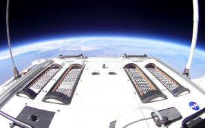 Experiment E-MIST na palubě balónu ve výšce 31 km nad zemí – bílé kotoučky obsahují endospory bakterie Bacillus pumilus Autor: NASA