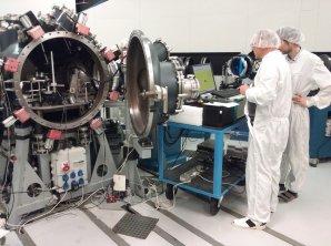 Experimenty na terawattovém laseru Asterix napodobují účinky rázové vlny při dopadu asteroidu. Autor: Martin Ferus