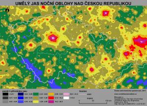 Mapa světelného znečištění v České republice (převzato z Falchi et al. 2016). Světle modré oblasti jsou místa s nejnižší mírou světelného znečištění v České republice. Nejvíce světla je pak v okolí velkých měst a aglomerací. Tmavě modré, šedé a černé oblasti se u náš již nenacházejí. Autor: Martin Mašek, Fabio Falchi