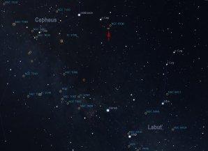 Poloha galaxie NGC 6946 (označena červenou šipkou) mezi souhvězdím Labutě a Cephea. Sever nahoře. Autor: Martin Mašek, Stellarium