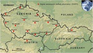 Stanice Evropské bolidové sítě v České republice, Rakousku a Slovensku, kde jsou umístěny automatické bolidové kamery, které zaznamenaly zvýšenou aktivitu Taurid v roce 2015 (stav v listopadu 2015). Autor: Oddělení MPH AsÚ.