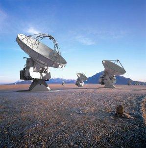 Radioteleskopy ALMA na plošině Chajnantor v severní Chile ve výšce 5040 m n. m. Autor: luiscalcada.scienceoffice.org