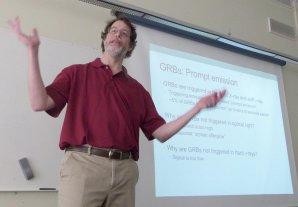 Profesor Robert Nemiroff bude přednášet o Astronomickém snímku dne NASA. Je na co se těšit. Autor: Daniel Fischer.