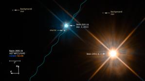 Binární hvězdný systém Stein 2051 sledován 1. října roku 2013 HST vzdálený cca 17 světelných let přes dva barevné filtry. Autor: media.stsci.edu