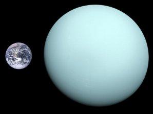Porovnání velikosti Uranu a naší Země Autor: NASA