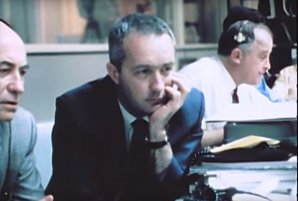 James McDivitt sleduje již jako manažer programu z řídícího střediska dramatický let Apolla 13 Autor: Youtube.com