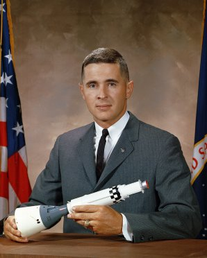 Astronaut William Anders na oficiální fotografii NASA Autor: Wikipedie