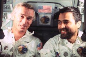 Gene Cernan (vlevo) a Harrison Schmitt během letu Apolla 17 Autor: www.spacefacts.de