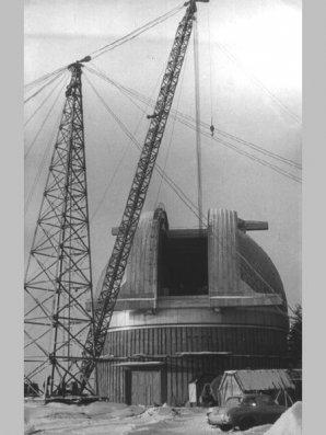Stavba kopule 2m dalekohledu v Ondřejově Autor: Astronomický ústav AV ČR