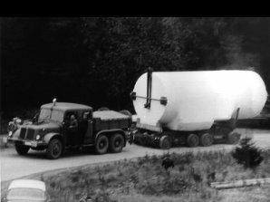 Příjezd nákladního vozu s tubusem dalekohledu Autor: Astronomický ústav AV ČR