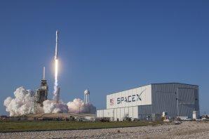 Současná podoba startovacího komplexu 39A na Floridě; zrovna odsud letí Falcon 9 Autor: SpaceX - flickr
