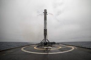 První stupeň rakety Falcon 9 po návratu na mořskou plošinu Autor: SpaceX - flickr
