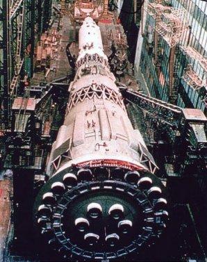 Sovětská měsíční raketa N-1 se 30 motory NK-15 na prvním stupni. Autor: aerospaceweb.org