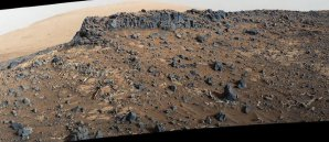 Pohled kamery MastCam na spodní část Mount Sharp Autor: NASA