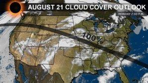 Předpověď oblačné pokrývky s dvoudenním předstihem ze soboty 19. srpna v 11:45 středoamerického letního času na pondělí 21. srpna 2017 během zatmění slunce. Autor: www.weather.com