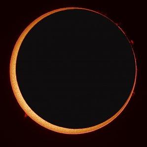 Prstencové zatmění Slunce Autor: NASA