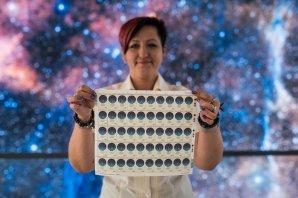 Křest poštovní známky vydané u příležitosti 100. výročí vzniku České astronomické společnosti. Autor: Hvězdárna a planetárium Brno/Pavel Karas