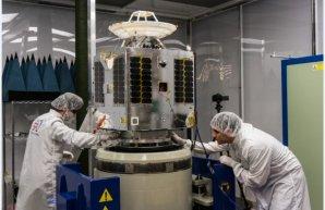 Příprava družice LEO Vantage 2 Autor: spaceflightnow.com