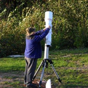 Příprava dalekohledu na noční pozorování Autor: Jaromír Ciesla