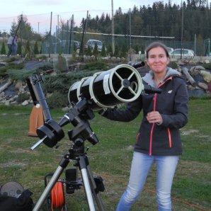 Studentka Martyna se seznamuje se svým Newtonem 200/1000. Přijela se naučit fotit DSO. Autor: Jaromír Ciesla