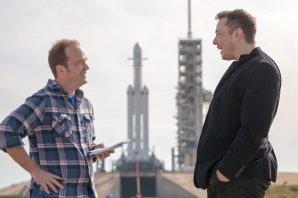 Elon Musk (vpravo) a Eric Berger poblíž Falconu Heavy den před startem Autor: NASASpaceFlight.com