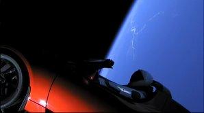 Záběr na elektromobil Tesla na parkovací orbitě Autor: SpaceX