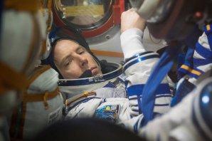 Andrew Feustel v kabině Sojuzu MS-08 během předstartovních testů na Bajkonuru Autor: NASA