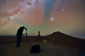 Fotoambasador Babak Tafreshi v akci. Autor: Y. Beletsky (LCO)/ESO